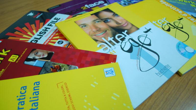 Consigue tus libros de idiomas en Sevilla en copistería Papelería El Estudiante